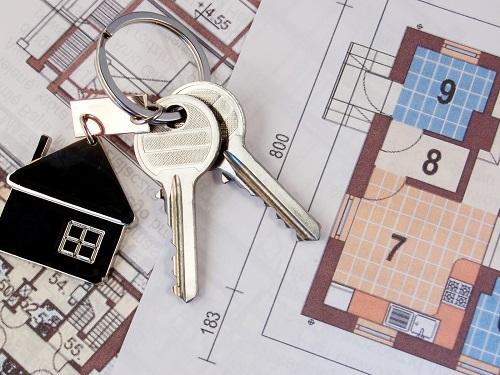 Согласно базе портала о недвижимости kn.kz, дешевое жилье представлено во всех районах Алматы. Дома постройки датируются с 1949 по 2017 год.