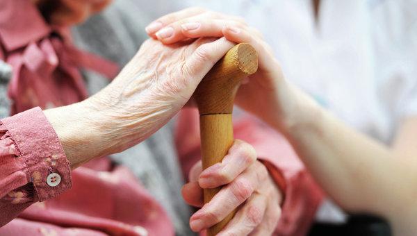 Людям преклонного возраста лучше составить договор ренты или завещание
