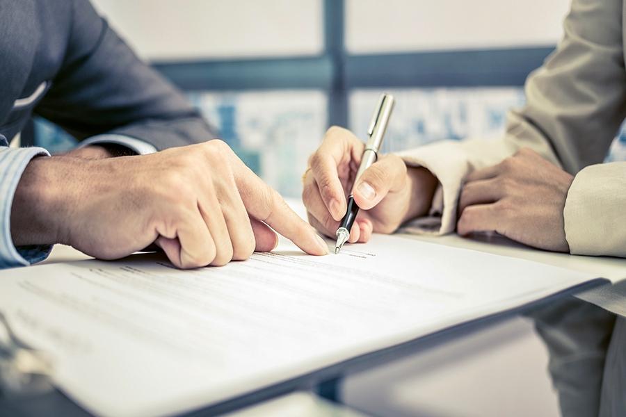 Деньги можно передать как до подписания договора купли-продажи, так и после