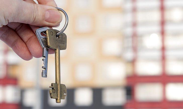 Купить квартиру или жилой дом можно как на первичном рынке недвижимости, так и на вторичном