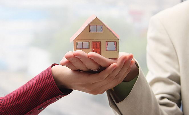 Нужно различать понятия совместной собственности и долевой