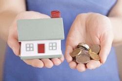 Чтобы продать или совершить любые другие сделки со своей частью жилья без согласия совладельцев, нужно перевести совместную собственность в общую долевую