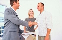 На самом деле, продажа квартиры в ипотеку — это намного более верный вариант, чем продажа его «наличнику»